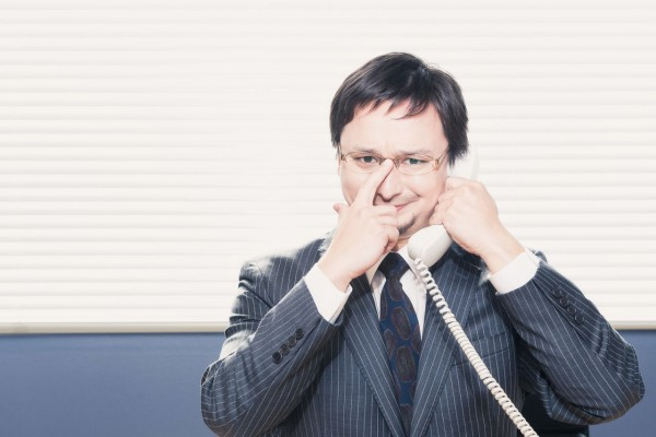 電話受付を行う人