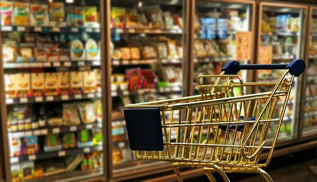 これから商品が入れられるショピングカート
