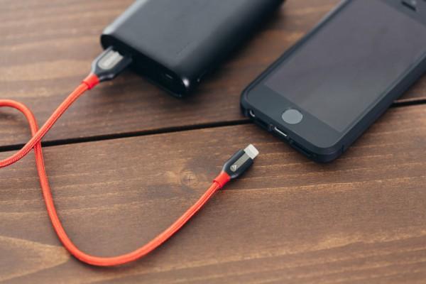 バッテリー残量がなくなったスマートフォン